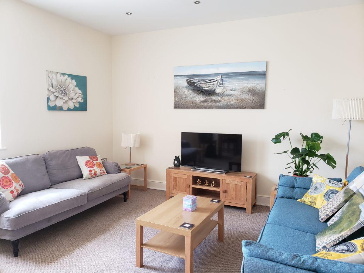 Apartment 9 Lounge